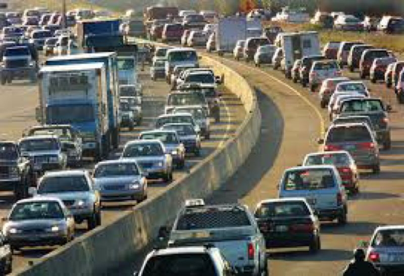 PORTLAND TRIBUNE FILE PHOTO - Morning rush hour traffic on Interstate 5, which is part of the Portland-area freeway system where congestion increased 14 percent between 2013 and 2015, and travel delays increased almost 23 percent in the same time period.