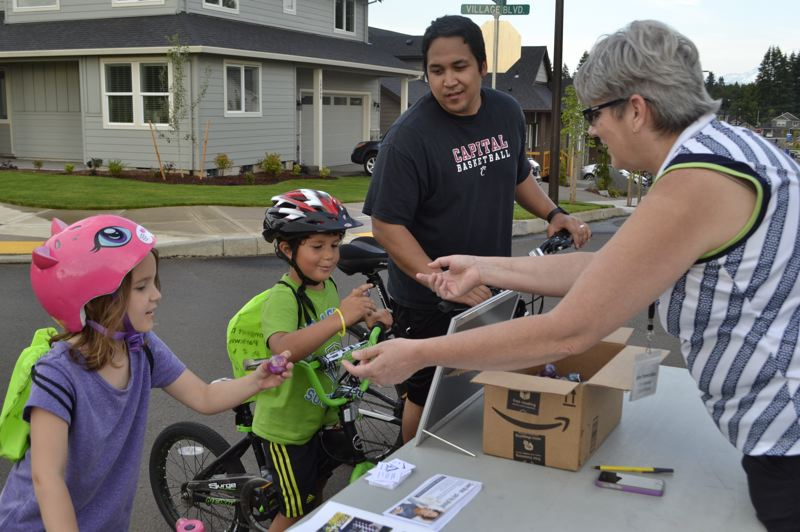 POST PHOTO: BRITTANY ALLEN - City Manager Kim Yamashita educates children on city services at the 2018 Longest Day Parkway event in Bornstedt Park.