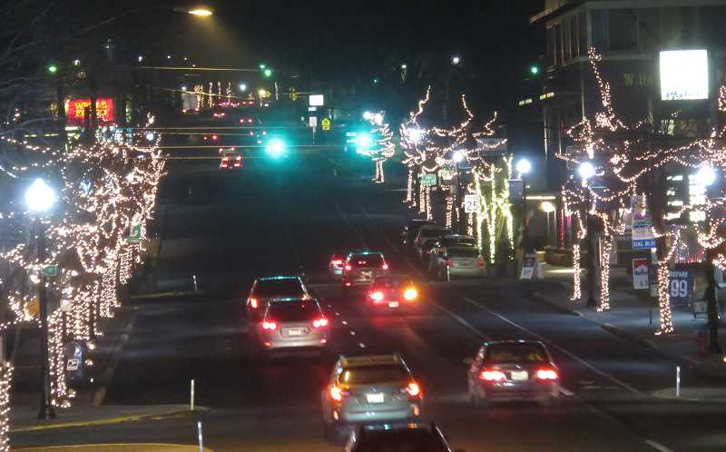 PHOTO BY TOM BROWN - Traffic on Fourth Street in downtown Madras was heavy on the days leading up to Christmas. Local businesses reported that sales were strong from Black Friday through the after-Christmas sales.