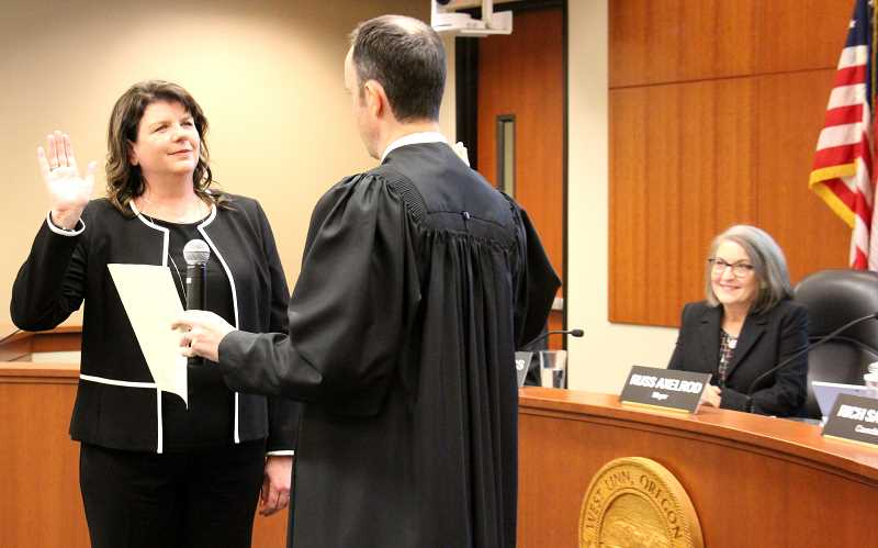 TIDINGS PHOTOS: PATRICK MALEE - Jules Walters is sworn in by Municipal Judge Rhett Bernstein at the Jan. 7 City Council meeting.
