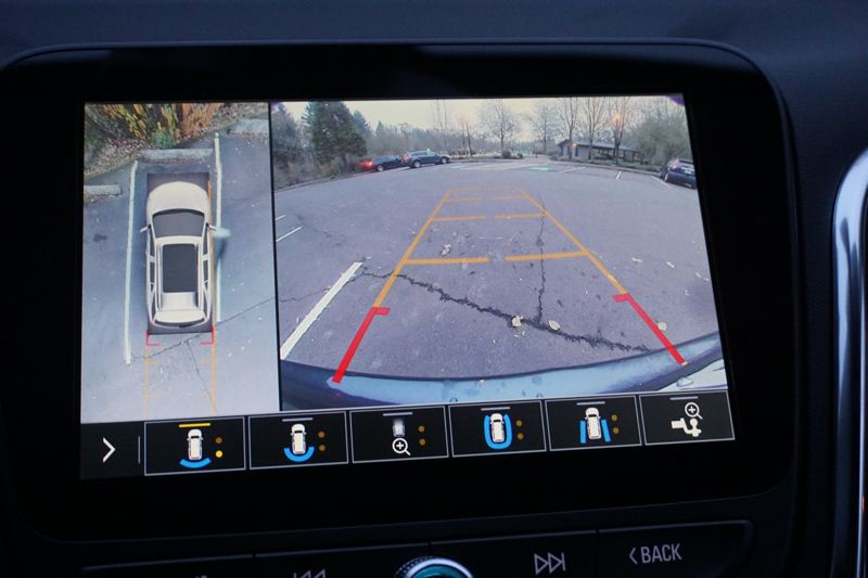 PORTLAND TRIBUNE: JEFF ZURSCHMEIDE - The available camera system makes backing up and parking the 2019 Chevy Equinox a breeze.