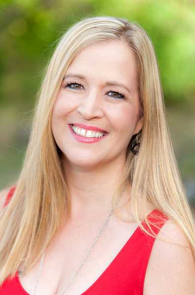 Jacqueline Nichols hosts a variety of events to bring singles together.