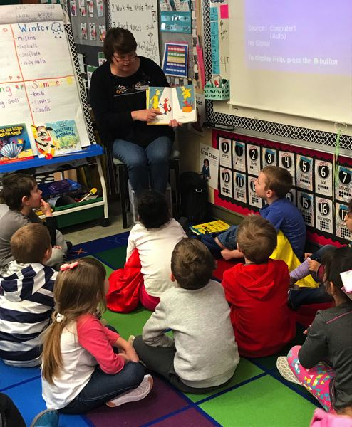 Gladstone Mayor Tammy Stempel reads a book to kindergarten students.