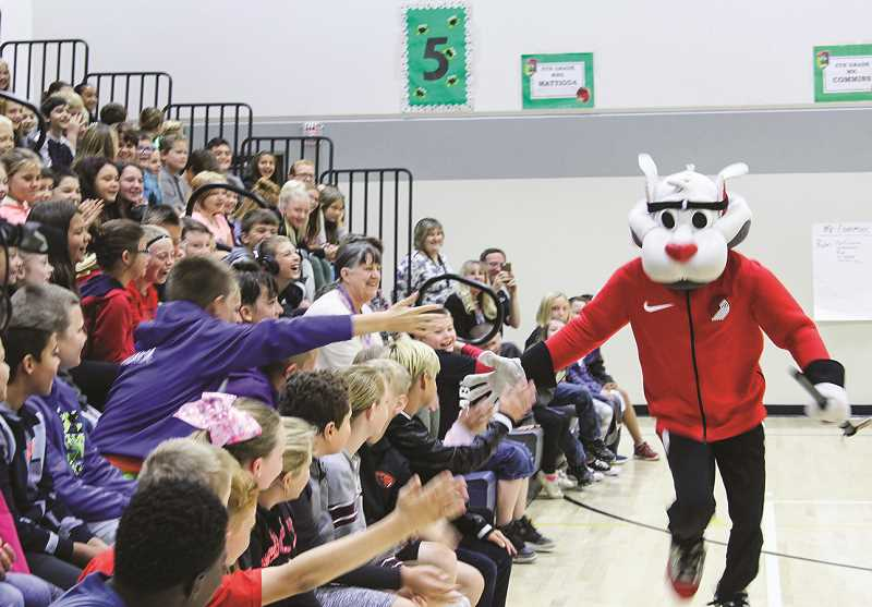 CENTRAL OREGONIAN - Moda Health and the Portland Trail Blazers paid a visit to local schools last fall.
