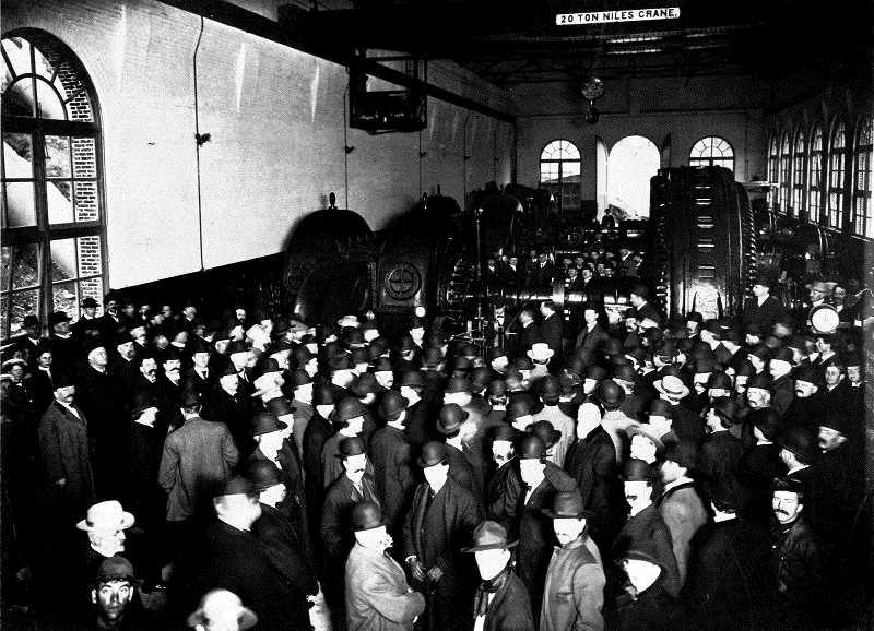 COURTESY PHOTO: PORTLAND GENERAL ELECTRIC - Attendees of the opening of the Faraday Powerhouse in 1908 pack the structure.