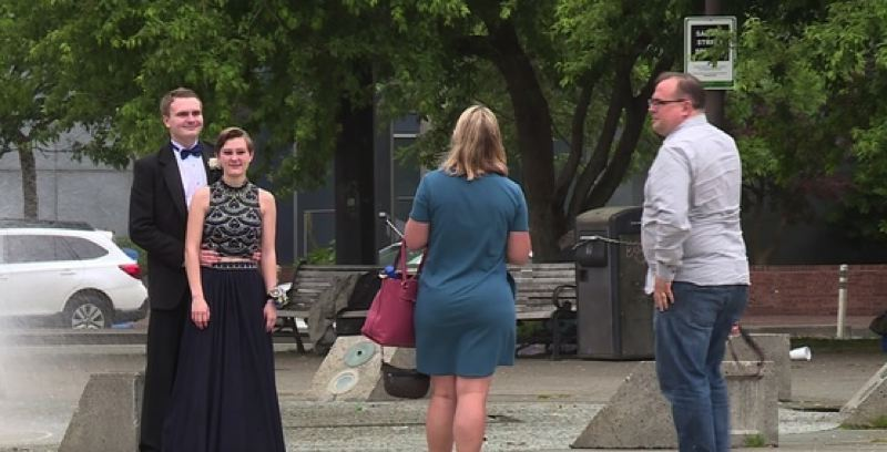 KOIN 6 NEWS - Parkrose High School students held their prom Saturday evening on the Portland Spirit.