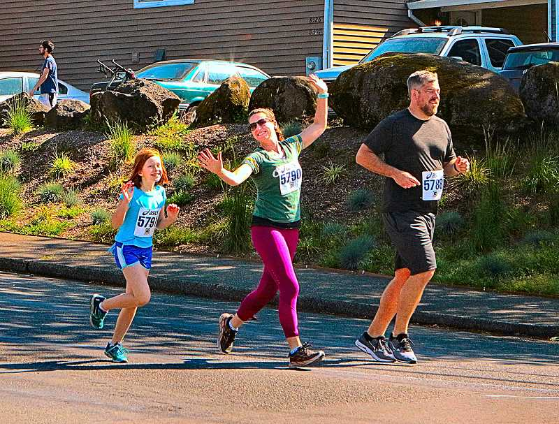 DAVID F. ASHTON - Three of the many participants in the 2019 Sellwood Middle School 5K Fun Run smiled and waved for THE BEE as they jogged toward the Springwater Corridor Trail.