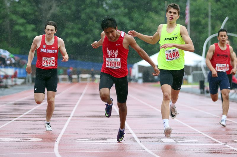 PMG PHOTO: JIM BESEDA - Oregon City's Ricky Ascencio (2689) nipped Jesuit's Sam Baricevic (2488) to win the 6A boys 400-meter dash state title in a ersonal best 49.13 seconds at the OSAA track and field championships.