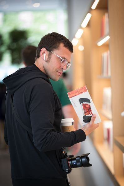 PMG: JAIME VALDEZ - Opera singer John Moore, who is in town to sing Figaro in Portland Operas The Barber of Seville, has all-Apple gear. He has sung the part of Steve Jobs in the opera The (R)evolution of Steve Jobs and he is half-jokingly referred to Apple as his religion.