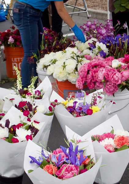 PMG PHOTO: CHRISTOPHER KEIZUR - Fresh-cut flowers were popular at Greshams newest farmers market.
