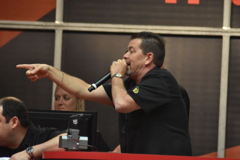 PMG PHOTO: VANCE TONG - Auctioneer Jimmy Landis makes a sale at Mecum Portland 2019