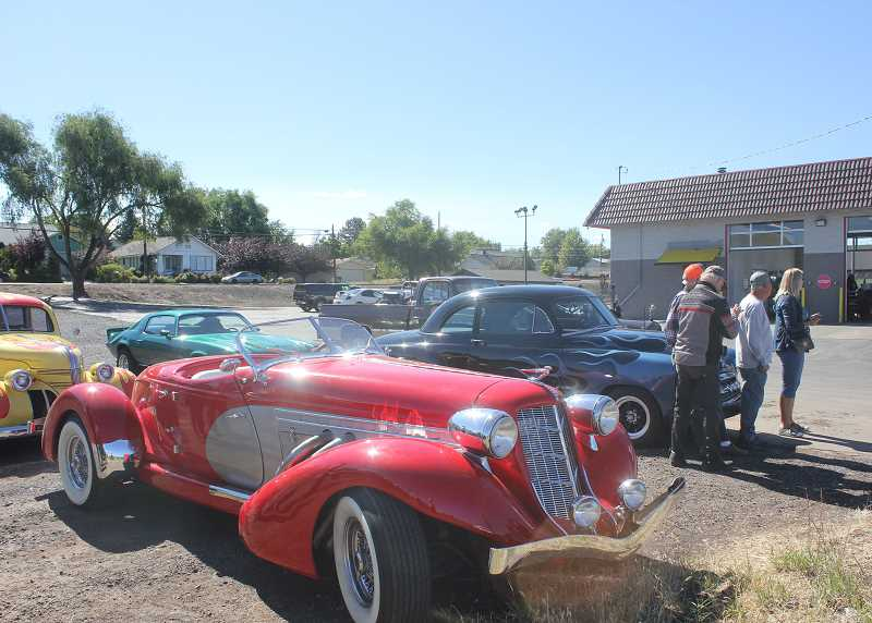 DESIREE BERGSTROM/MADRAS PIONEER - Madras area car enthusiasts, after scoping out the route that 'The Great Race' contestants would take, gahered at Madras Oil Center, with their own classic cars, to watch and cheer on racers as they passed.