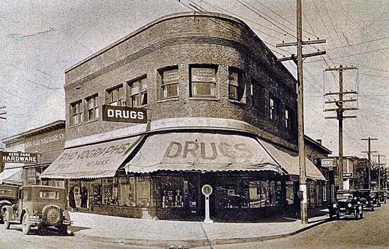 CONTRIBUTED HISTORIC PHOTO - For decades, this unique building was a landmark on S.E. Foster Road, as people traveled between Portland and the Lents neighborhood.
