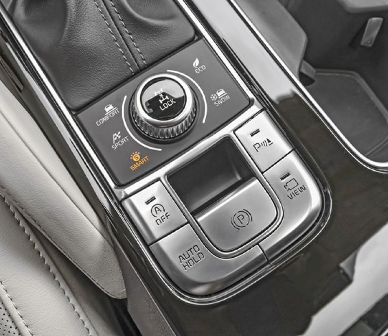 KIA MOTORS NORTH AMERICA - All-wheel-drive versions of the 2020 Kia Telluride come with multiple drive modes and a center locking differential for extra traction.