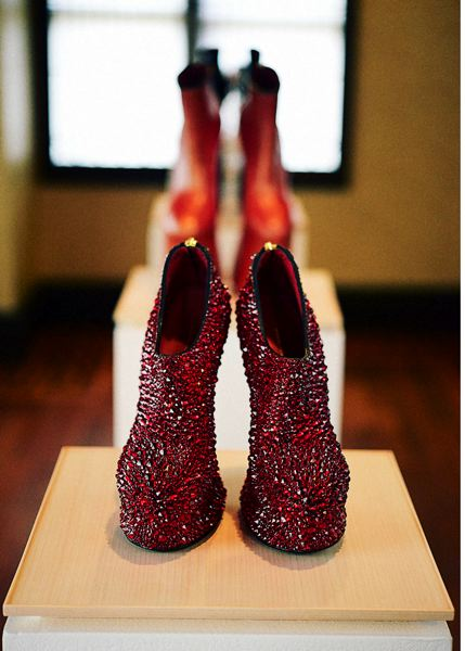 PHOTO: GION - Heel-less shoes by Noritaka Tatehana based on courtesans' geta.