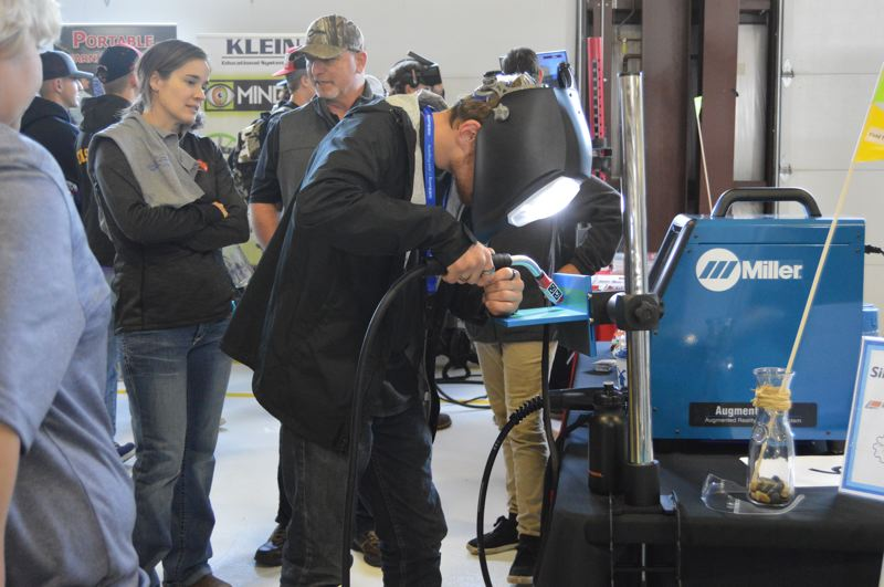 Manufacturing Day draws hundreds to OMIC