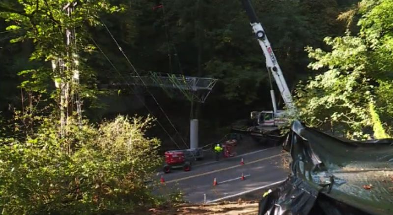 KOIN 6 NEWS - Workers preparing to install the bridge over West Burnside.