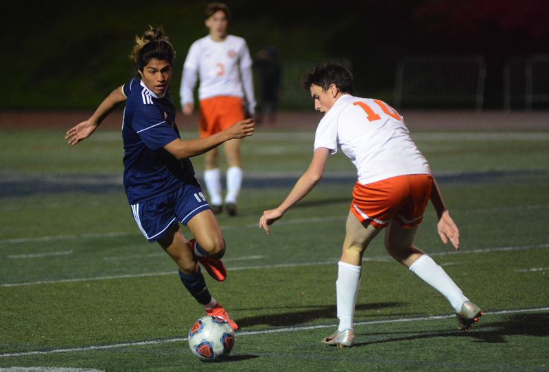 Wilsonville boys soccer shuts out Scappoose in NWOC opener