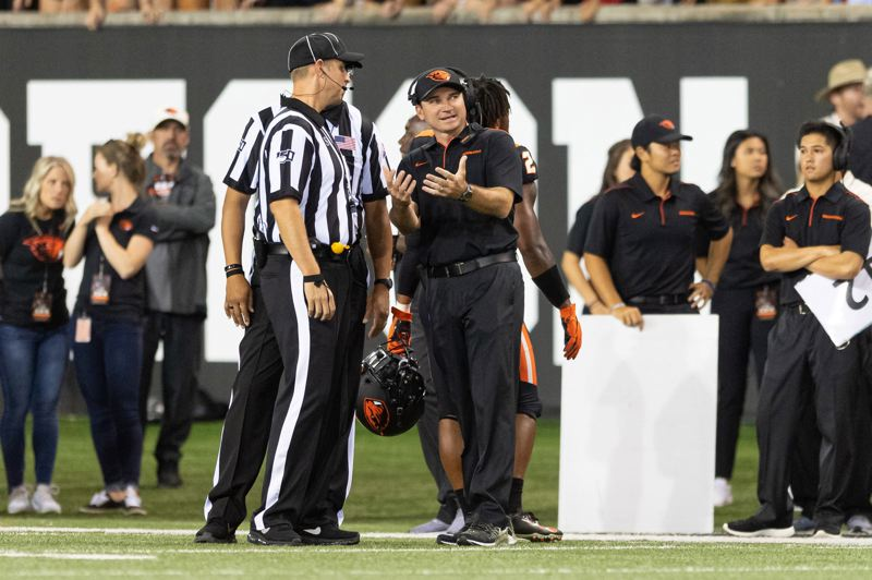 PMG PHOTO: CHRISTOPHER OERTELL - Oregon State coach Jonathan Smith chats with an official.