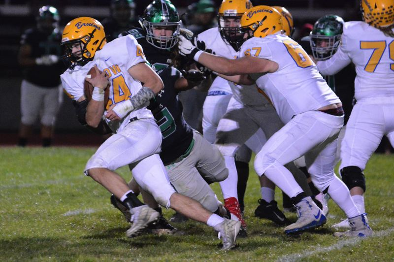 PMG PHOTO: DAVID BALL - Barlow running back Nick Collins takes a carry through the middle during the Bruins 28-26 win over Reynolds.
