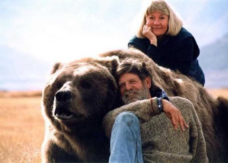 COURTESY OF DISCOVERY CHANNEL - Bear keepers Doug and Lynne Seus.
