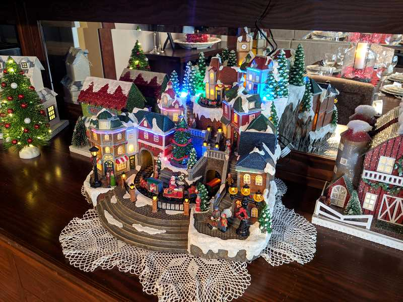 JOHN BAKER - The annual Christmas Tour of Homes offers a glimpse into Canby  homes that are decorated for Christmas.