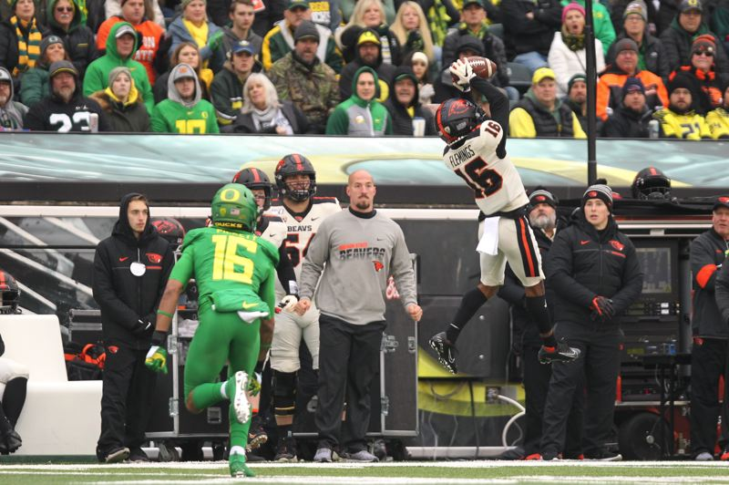 PMG PHOTO: JAIME VALDEZ - Champ Flemings makes a catch for Oregon State.