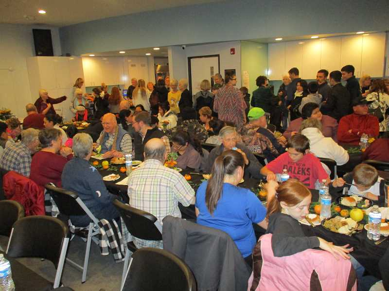 Canby Center treats residents to an early Thanksgiving dinner