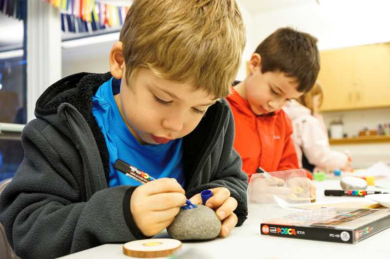 PMG PHOTO: CLARA HOWELL  - Left to right: Gavin Curry, 7, and Taren Gonterman, 7, make holiday gifts during an art class at Christ Church Episcopal Parish.