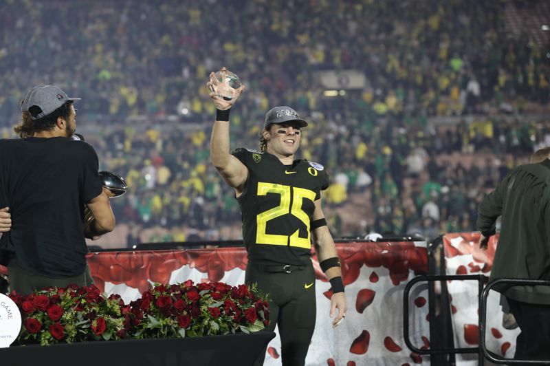 PMG PHOTO: JAIME VALDEZ - Oregon's Brady Breeze is honored as the defensive player of the game after helping the Ducks prevail 28-27 over Wisconsin in the Rose Bowl game Wednesday at Pasadena, California.
