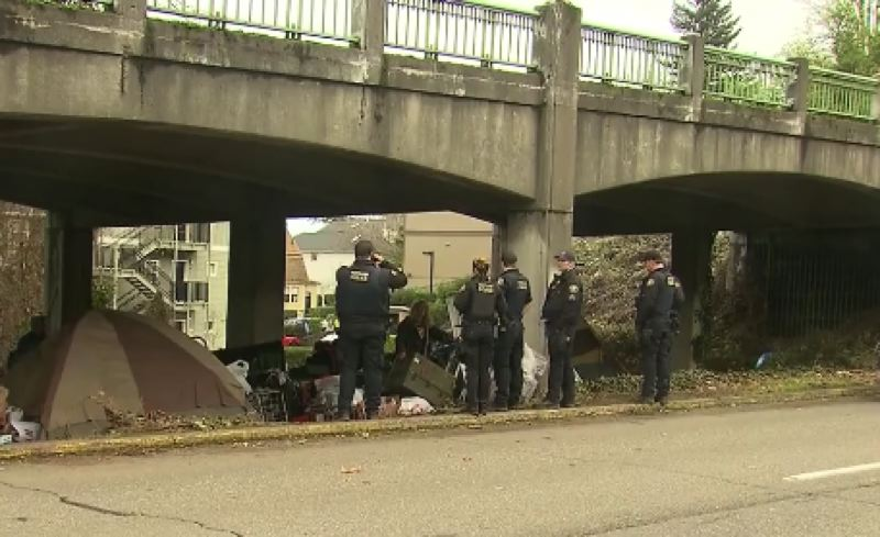 KOIN 6 NEWS - Portland police on the scene of a homeless camp cleanup.