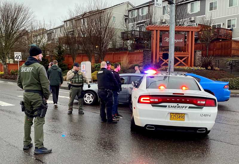 Police pursuit briefly closes westbound Sunnyside Road