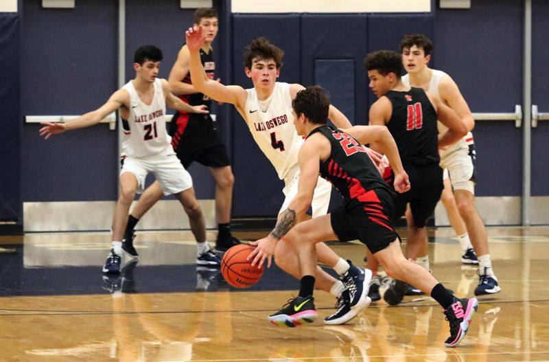 Lake Oswego knocks legs out from under Oregon City, wins 48-31