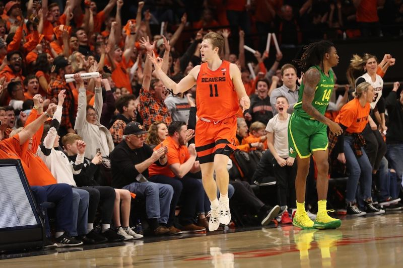 PMG PHOTO: JAIME VALDEZ - Oregon State's Zach Reichle signals '3' to the crowd after hitting a 3-pointer in the Beavers' 63-53 win at home over Oregon on Saturday night.
