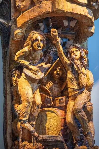 Chainsaw sculptor Skip Armstrong of Sisters, Oregon, carved the tree, adorning it with musicians, musical notes, butterflies and instruments.