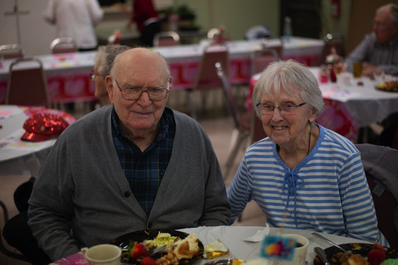 PMG PHOTO: ANNA DEL SAVIO - Norman and Evenal Simdorn enjoy lunch at the Scappoose Community and Senior Center.