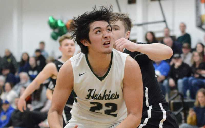 Huskies win share of league title, force Game 3 vs. Gladstone