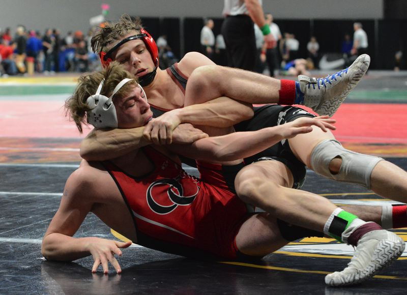 PMG PHOTO: DAVID BALL - Sandys Isaiah Shideler locks Oregon Citys Sage Brown into a cradle hold during his 8-7 win in Saturdays semifinals.