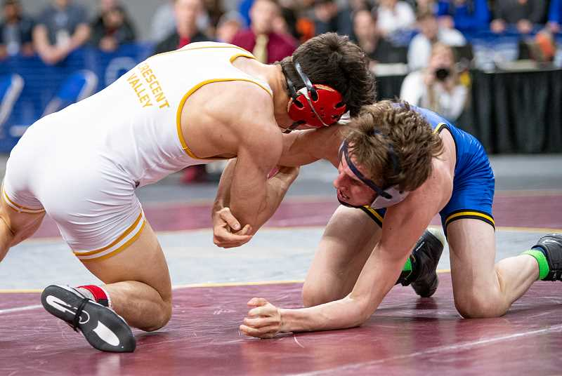 LON AUSTIN/CENTRAL OREGONIAN - Zach Mauras, right, battles Hunter Eveland of Crescent Valley in the 132-pound finals at the state wrestling tournament. Eveland earned an 8-6 victory over Mauras to win the title.