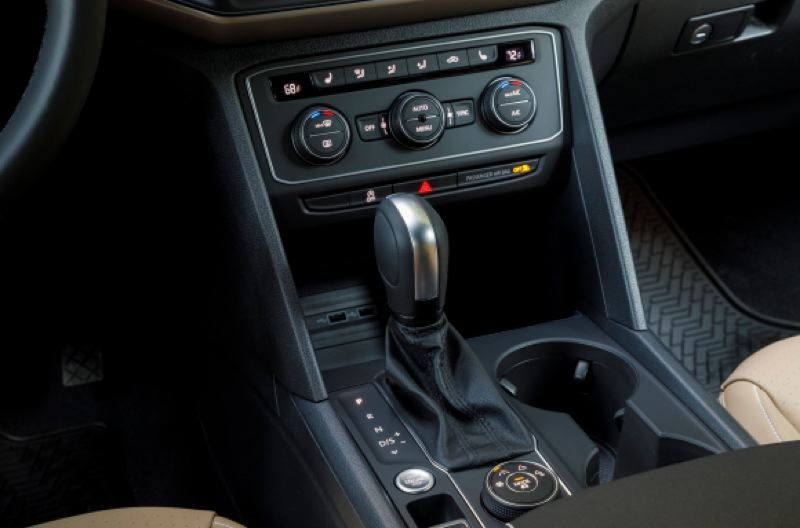 VOLKSWAGEN OF AMERICA - The dial behind the shifter controls the traction settings for the 4Motion all-wheel-drive system available on the 2020 Volkswagen Atlas Cross Sport.