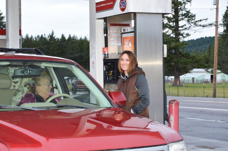 PMG PHOTO: CINDY FAMA - Christina Kluver assists a patron at the local 76 station.