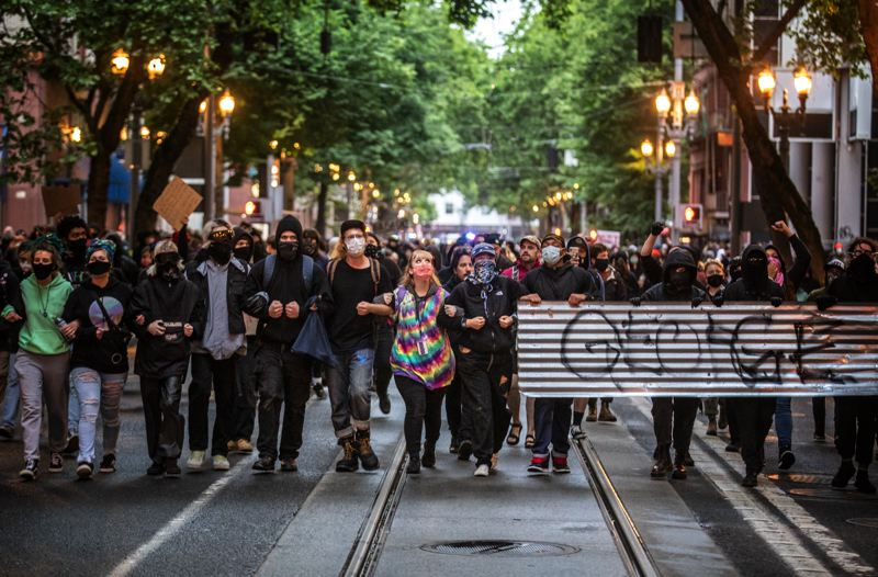Downtown Portland erupts into violence for second night in a row