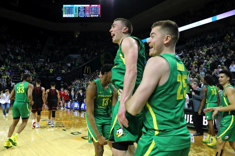 PMG FILE PHOTO - West Linn High School graduate Payton Pritchard (shown here with the Oregon Ducks) won almost every award possible as a college senior, including the Bill Hayward Male Amateur Athlete of the Year by the Orgon Sports Awards on May 28.