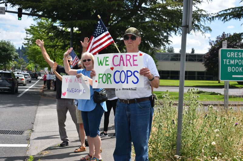 PMG PHOTO: TERESA CARSON - The police supporters got lots of honks of encouragement from passing motorists.