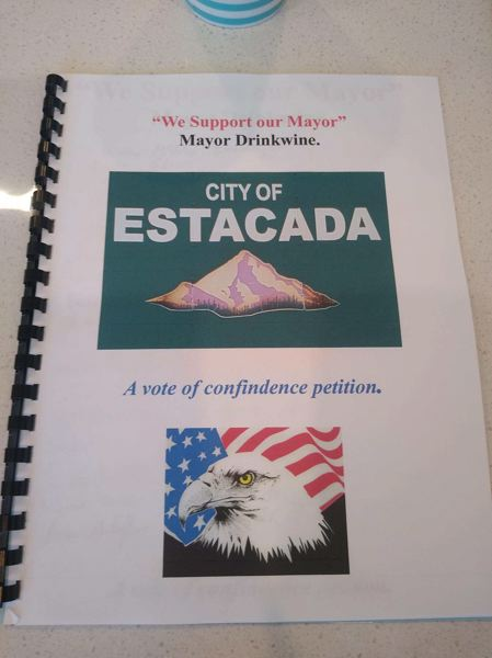 COURTESY PHOTO - More than 200 Estacada community members signed a vote of confidence for Mayor Sean Drinkwine.