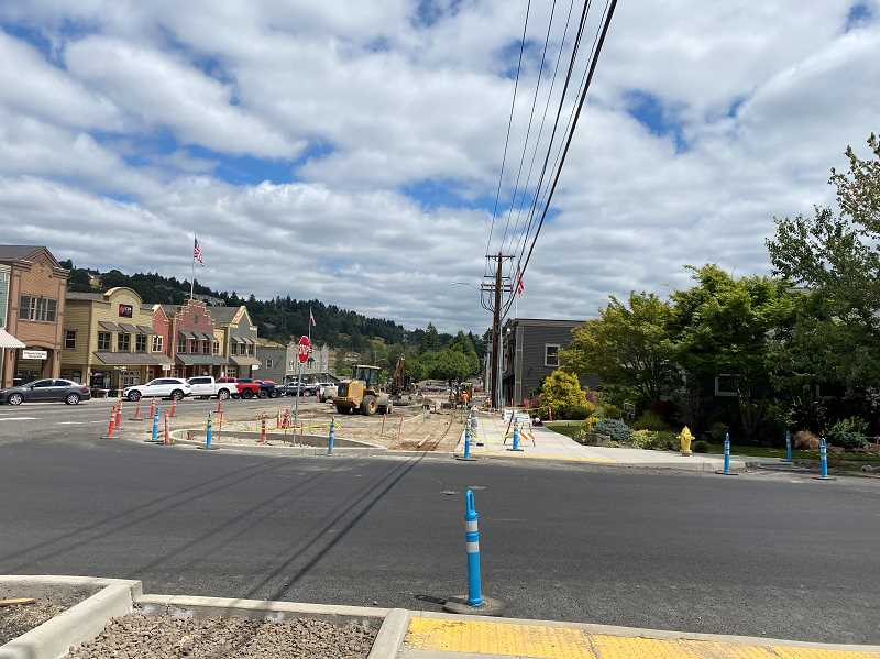 PMG PHOTO: HOLLY BARTHOLOMEW - Construction continues on Willamette Falls Drive in West LInn.