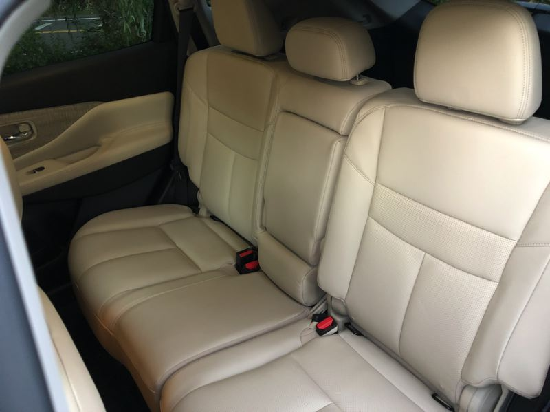 PMG PHOTO: JEFF ZURSCHMEIDE - Midsize crossover SUV with just two rows of seats have a lot more room for rear seat passengers.