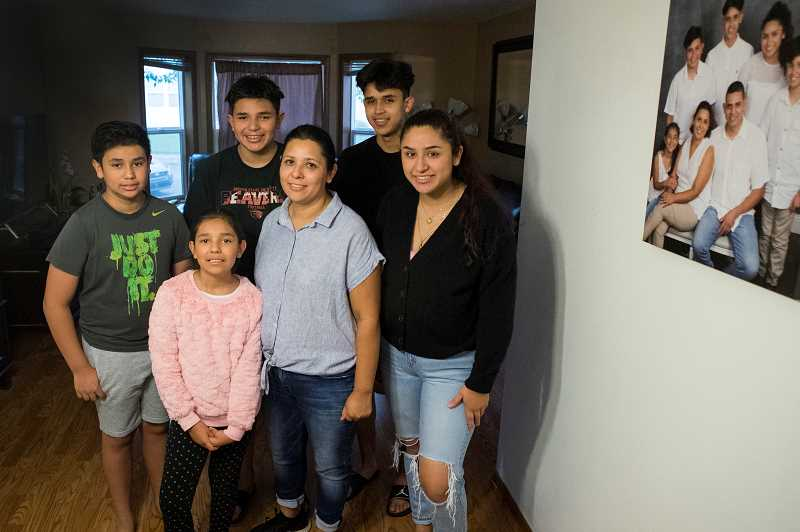 PMG PHOTO: JAIME VALDEZ - Teresa Ramirez and her five children. From left counterclockwise; Lilly, 8, Damian,12, Nicolas,13, Leo,16, and Abi,18.