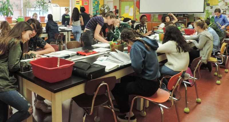 PMG FILE PHOTO - West Sylvan Middle School has some of the most crowded classes in the region., Portland Tribune - News  Lawmakers roll out billion-dollar plan for student success