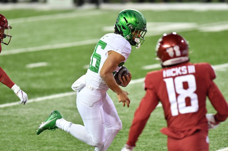 COURTESY PHOTO: BOB HUBNER/WSU PHOTOS - Travis Dye has been a big second-half weapon for Oregon in the Ducks first two wins.